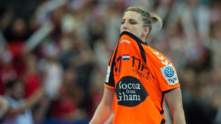 Nycke Cornelia Groot treurt na de verloren finale op het EK Handbal tegen Noorwegen. Beeld null