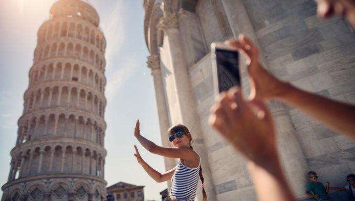 """Le Groupe de surveillance de la tour, instauré pour surveiller l'évolution des travaux de restauration, a annoncé dans un communiqué qu'après 17 années d'observation, """"la Tour de Pise est stable et son inclinaison a très légèrement baissé""""."""