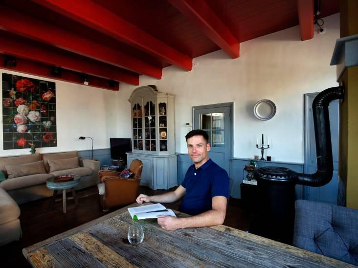 Mike woont in een voormalige bakkerswinkel, compleet met bedstee en steenoven