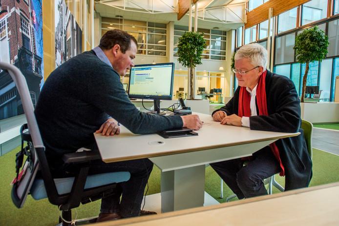 Burgemeester Weterings schrijft zich formeel in in Tilburg.
