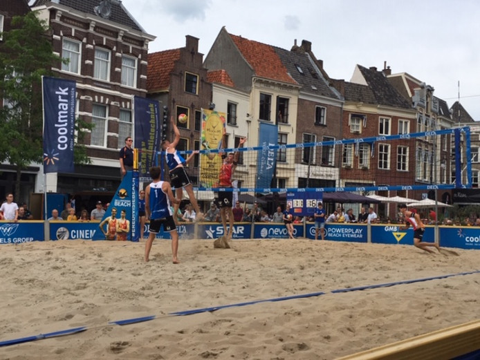 Beachvolleybal in hartje Zutphen