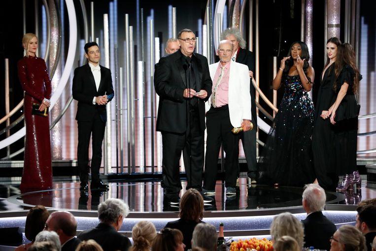 Jim Beach neemt de Golden Globe voor Bohemian Rhapsody in ontvangst. Beeld REUTERS