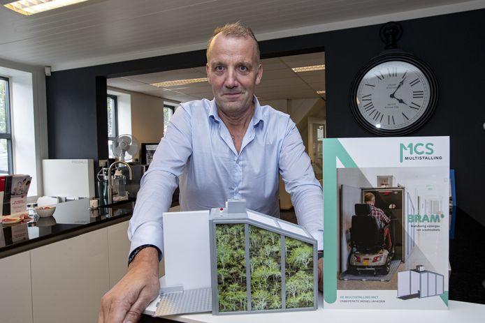Gerold Meenhuis van MCS Comfort heeft een brandveilige stalling voor scootmobiels ontwikkeld. Hiermee is hij de eerste in Europa.
