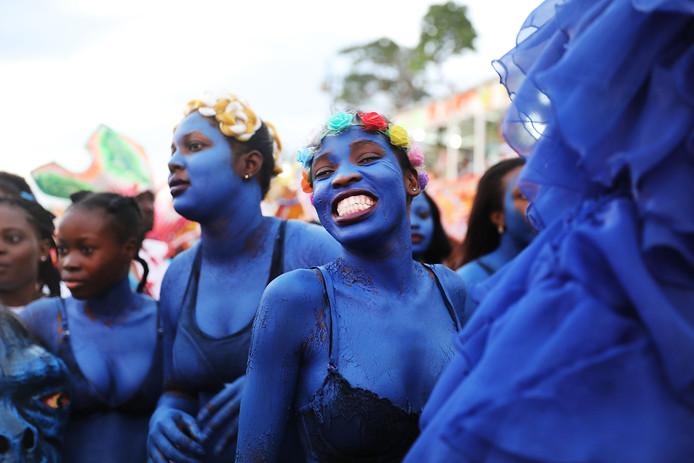 Carnavalvierders tijdens hun optocht door de straten van Port-au-Prince in Haïti. Foto Spencer Platt