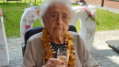 Dan toch feest voor 100-jarige: Bertha gevierd  in Moutershof