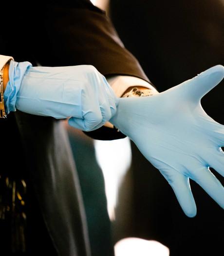 Kapelse Kweker schenkt 95.000 paar handschoenen aan VRZ