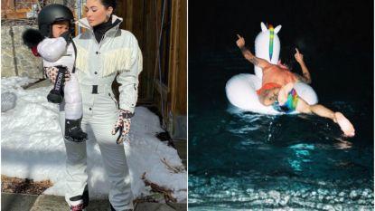 SHOWBITS. Dochtertje van Kylie Jenner leert nu al snowboarden en wie zwemt daar weg in warmere oorden?