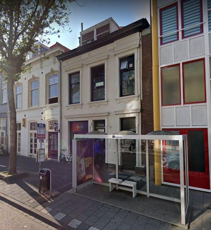Er wordt bekeken of koffieshop Purple kan verhuizen uit de Aagje Dekenstraat.