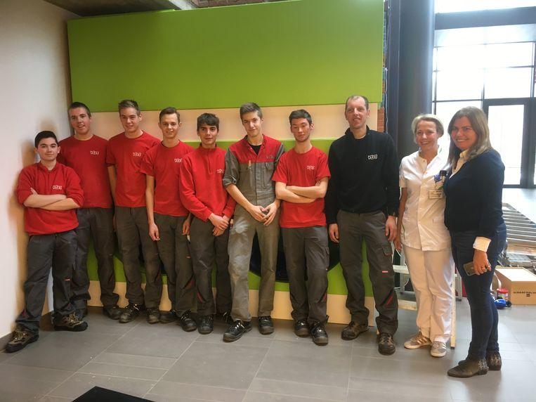 De leerlingen van VTST bouwen een snoezelruimte op Campus Sint-Jozef van AZ Turnhout.