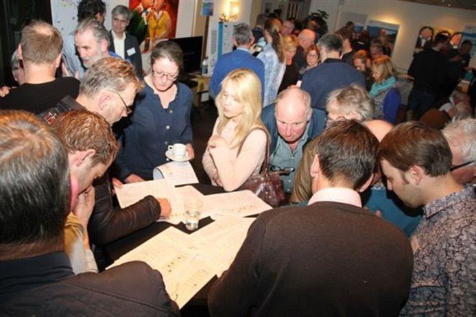 De informatiebijeenkomsten over de IJsseldijk werden druk bezocht. Na afloop van de bijeenkomsten hebben zich opnieuw vijftig Dijkdenkers gemeld.