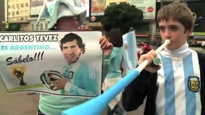 Deze Argentijnen willen Tévez blijkbaar graag op het WK...