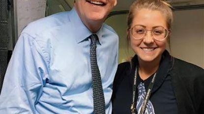 Oeps! Stewardess laat blad vol drankjes in kruis van CEO vallen