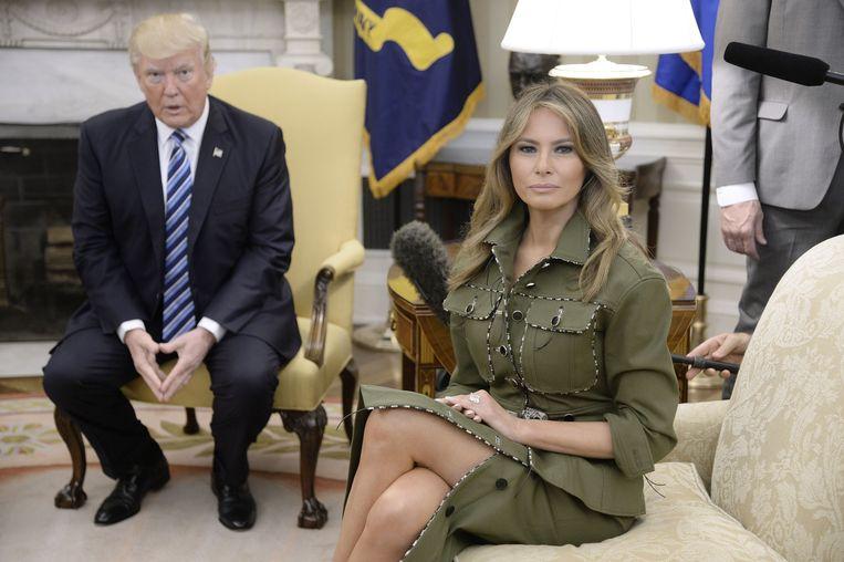 Melania Trump in legerpak het oval office, 2017 Beeld Bloomberg via Getty Images