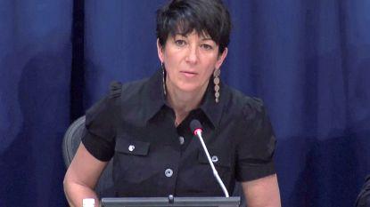 """Vrouw beschuldigt Ghislaine Maxwell van verkrachting: """"Zij is even erg als Epstein"""""""