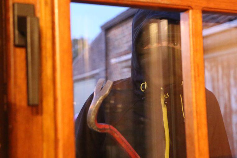 Dieven probeerden op enkele ramen braak te plegen