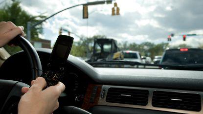 """""""Wie gsm't achter het stuur sluit niet vlot genoeg aan. En daardoor springt het licht sneller op rood"""""""