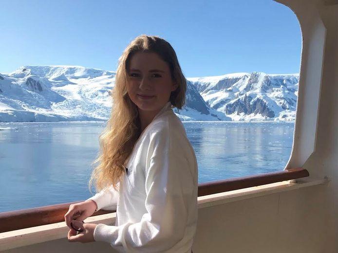 Floor van Gelder aan het begin van haar stage, bij Antarctica.