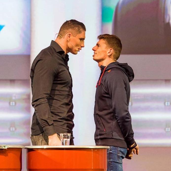Rico Verhoeven en Max Verstappen gaan de staring contest aan.