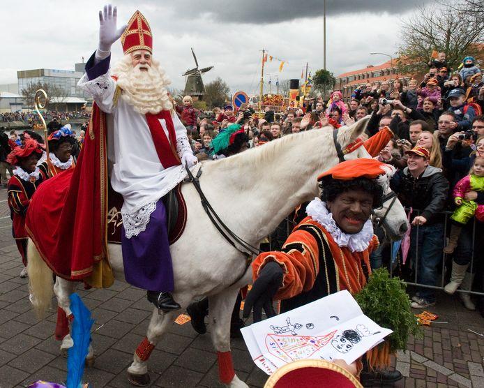 Harderwijk had in 2010 de landelijke intocht van Sinterklaas en zijn toen nog volledig Zwarte Pieten. Intussen is er veel veranderd.