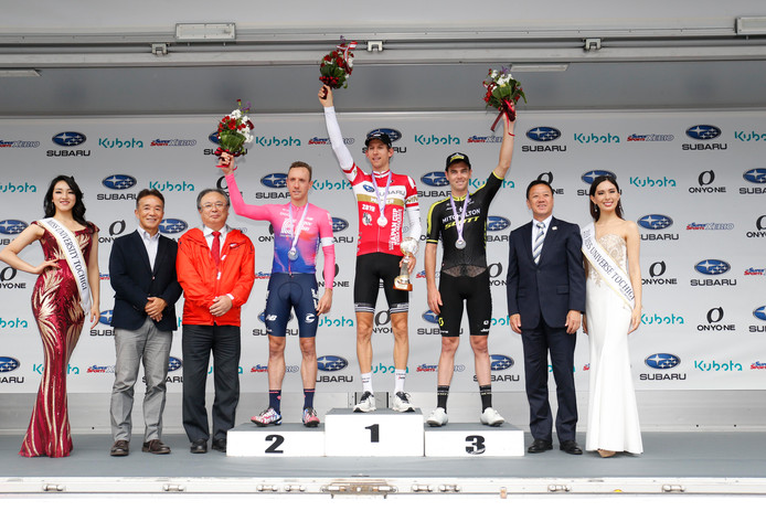 Het podium van de Japan Cup met Michael Woods, Bauke Mollema en Dion Smith.