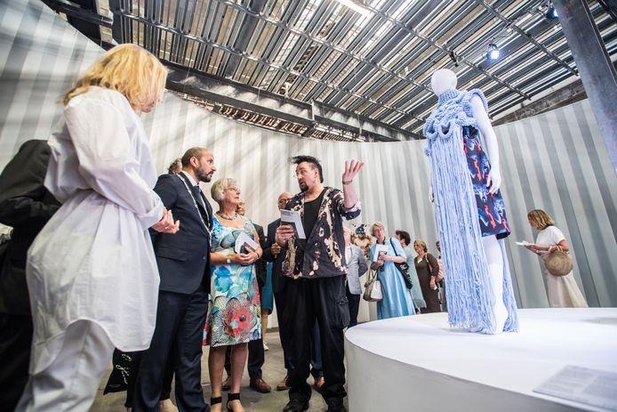 Burgemeester Ahmed Marcouch woonde in 2018 de opening van de eerste State of Fashion in Arnhem bij.