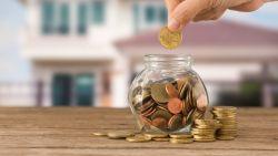 """""""Sparen zal ook de komende jaren synoniem zijn met koopkracht verliezen"""": geldexperts over hoe je je geld beter wél kan beleggen"""