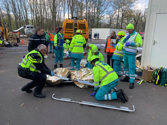 Tientallen 'gewonden' bij de rampoefening op Vliegbasis Eindhoven.