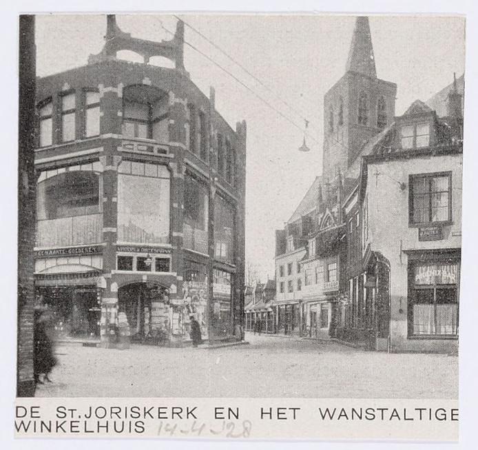In de jaren 20 werd gesproken over een 'wanstaltig winkelpand'.