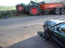 Tractor en auto botsen in Groenlo