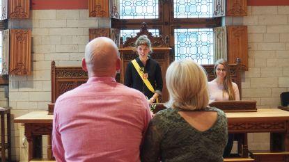 Stadsbestuur vraagt huwelijk uit te stellen