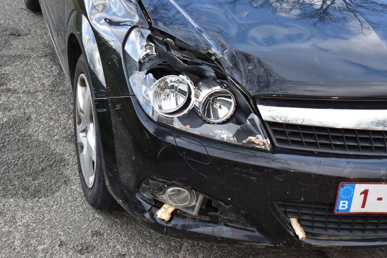 De wagen raakte zwaar beschadigd.