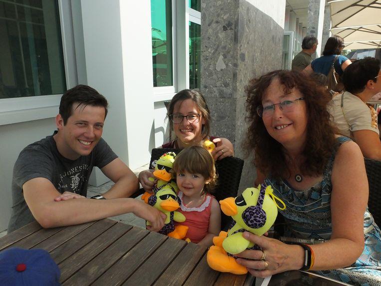 Tim, Sarah, Lianna en Christine met hun vangst.