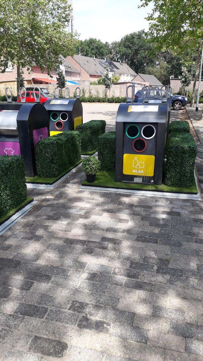 De afvalcontainers in het Jorisdal in Dommelen zijn met tuintjes aangekleed om zo illegale bijzet te ontmoedigen.