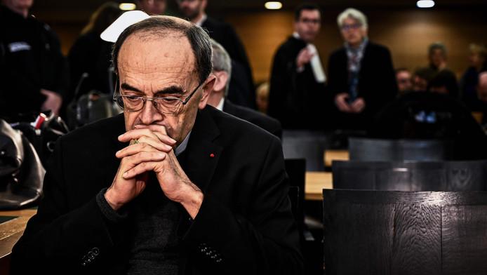 Archevêque de Lyon depuis 2002, cardinal depuis 2003, primat des Gaules, Mgr Barbarin est le plus haut dignitaire catholique français à être condamné dans une telle affaire, après deux évêques en 2001 et 2018.