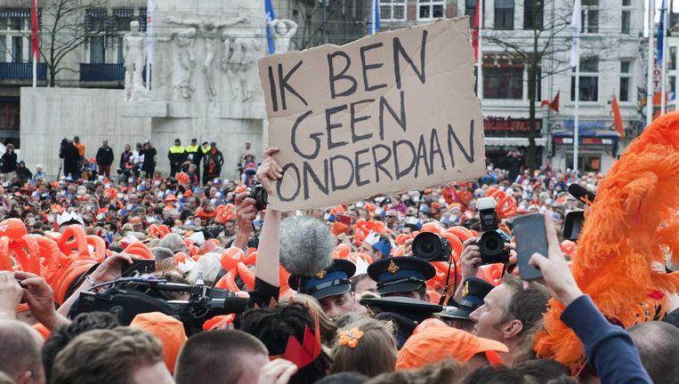 De politie voert actievoerder van het Nieuw Republikeins Genootschap af tijdens de inhuldiging van Willem-Alexander in 2013. Beeld ANP