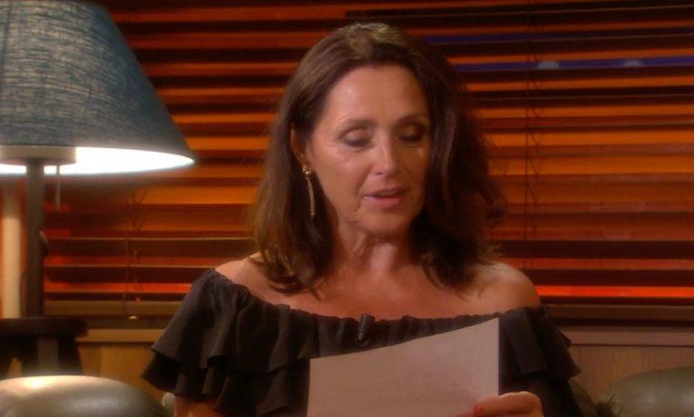 Wendy neemt haar rol als brievenmeisje weer op.