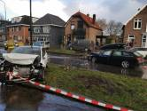 Auto's klappen frontaal op elkaar op Arnhemseweg in Apeldoorn
