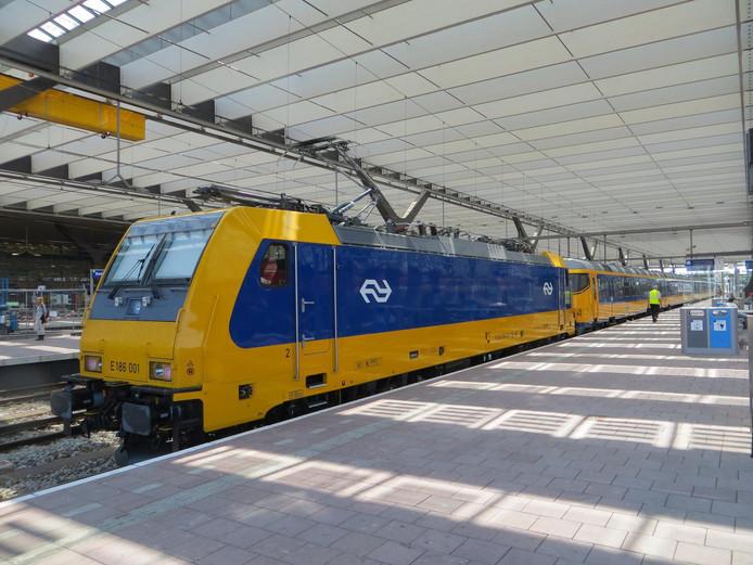 Een Intercity Direct op Rotterdam CS.