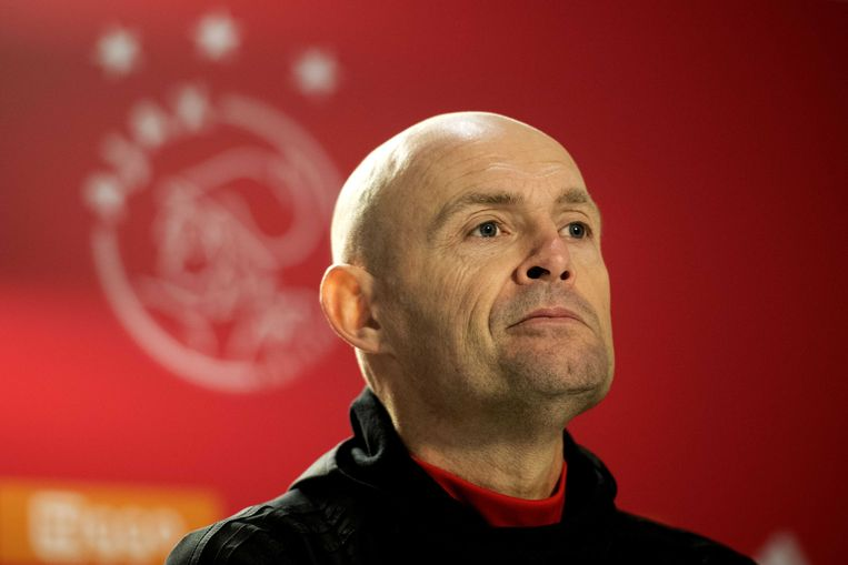 Ajax-trainer Marcel Keizer staat de pers te woord over de wedstrijd Ajax-PSV in de eredivisie.  Toen won Ajax nog met 3-0. Beeld ANP