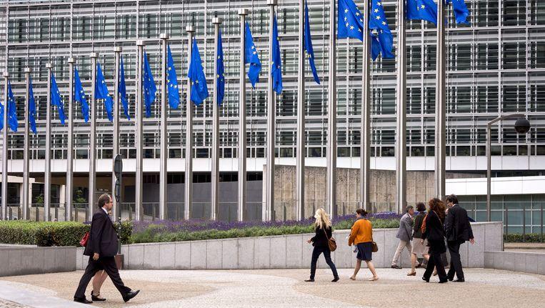 Vlaggen voor het Berlaymont gebouw in Brussel. Dit is het hoofdkantoor van de Europese Commissie. Beeld null