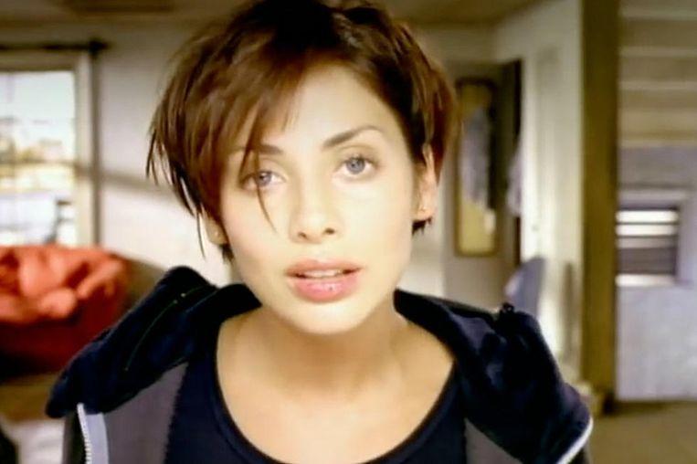 Natalie Imbruglia in de videoclip van 'Torn'.