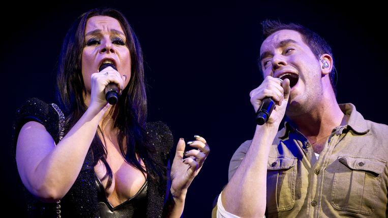 Trijntje Oosterhuis zingt met Jeroen van Koningsbrugge. Beeld anp