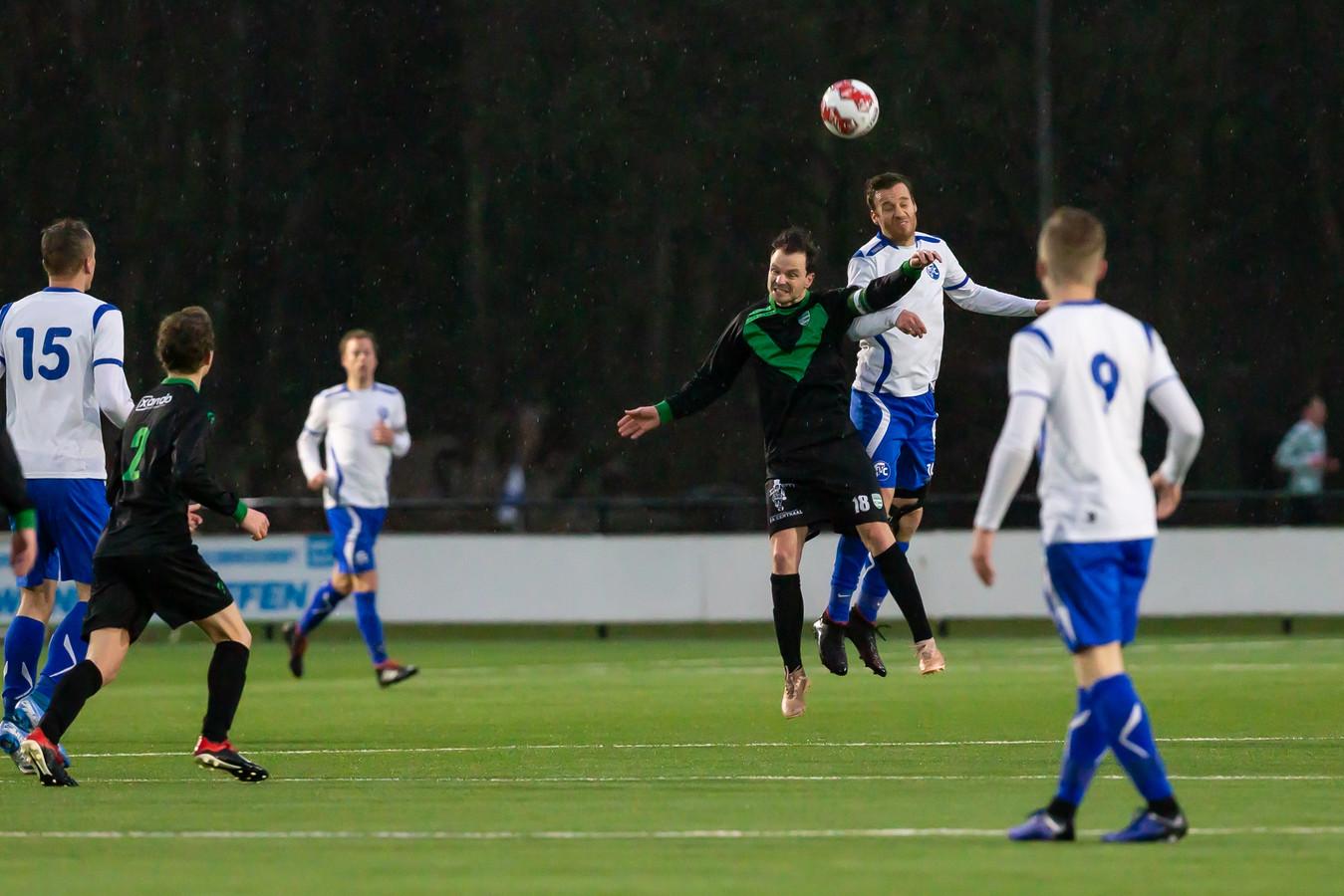 HTC was Zwolsche Boys in de tweede helft de baas, en Marco Tatje demonstreert dat in de lucht.