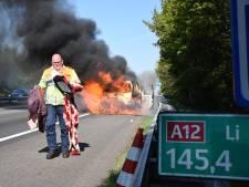 Vertraging op de A12 vanwege uitgebrand busje