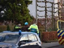 Man met pieten-muts 'carjackt' bedrijfsbusje in Geldrop en ramt paaltjes