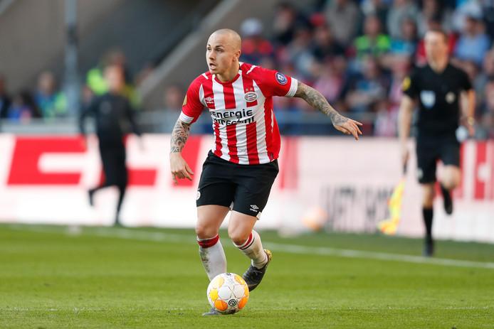 Angeliño in actie voor PSV.