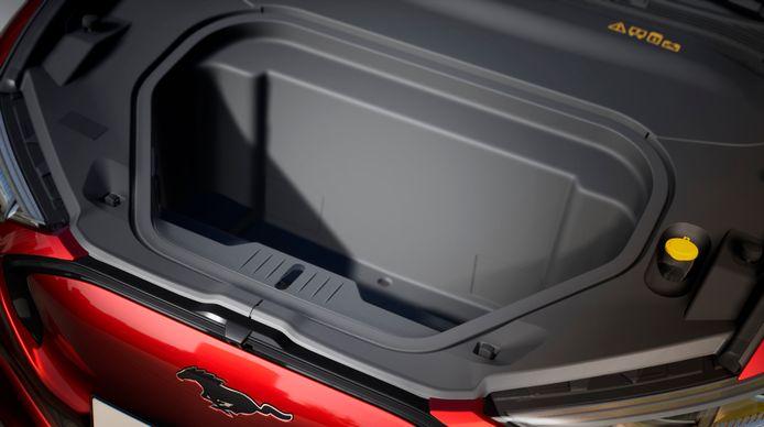 Dankzij de grote neus heeft de Mach E ook een bagageruimte voorin