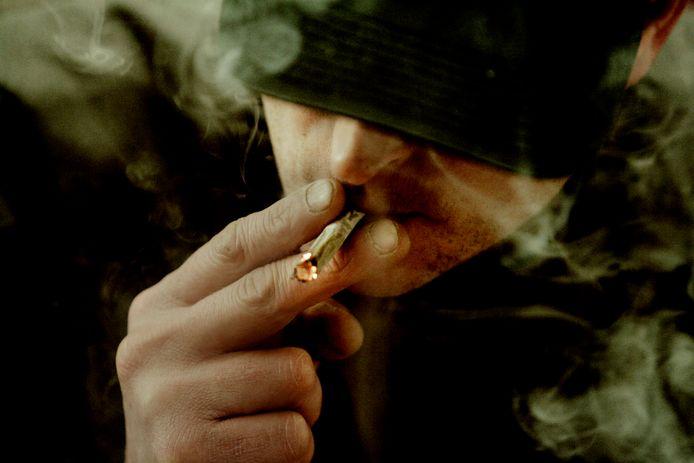 'Wilde het mannetje met mij een joint roken? Of hoopte hij dat ik wat op zak had?' Foto ter illustratie.