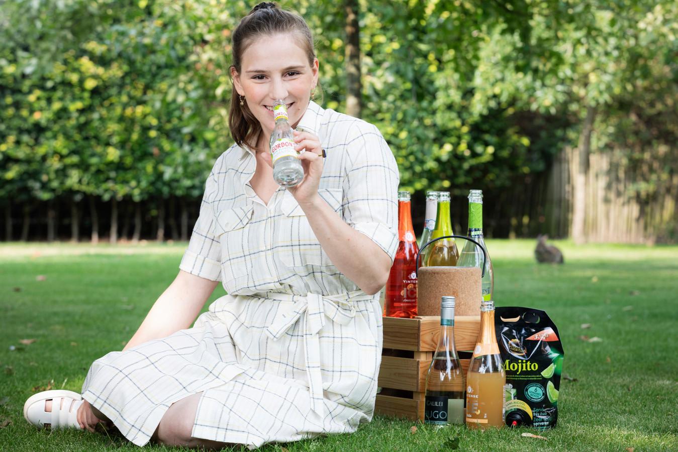 Marie Claessens proeft 10 alcoholvrije cocktails uit de supermarkt.