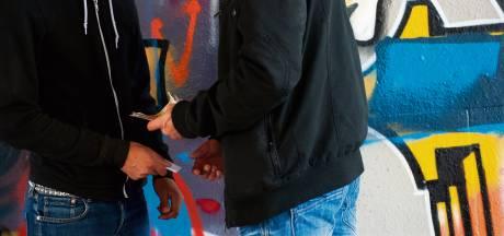 Drugsdealer op heterdaad betrapt in Den Bosch: voorraad en dure kleding in beslag genomen